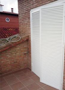 Puerta de aluminio practicable