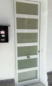 Las puertas de entrada de aluminio son elegantes con un aspecto robusto