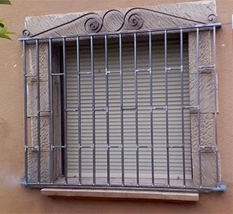 Instalación de todo tipo de rejas de hierro de seguridad y decorativas
