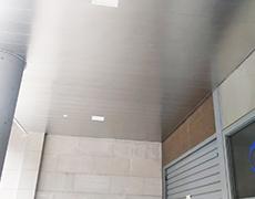 Instalamos tu techo de aluminio en pocas horas.